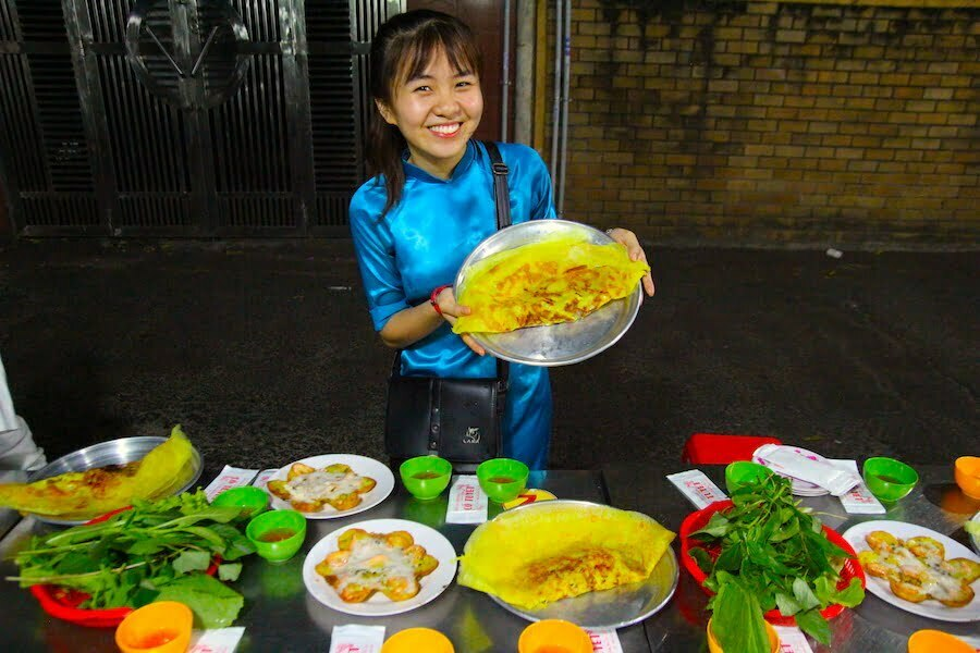 tour guide holding Vietnamse crepes Banh Xeo